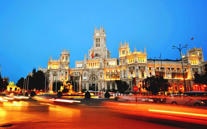 cibeles_square_at_night_madrid