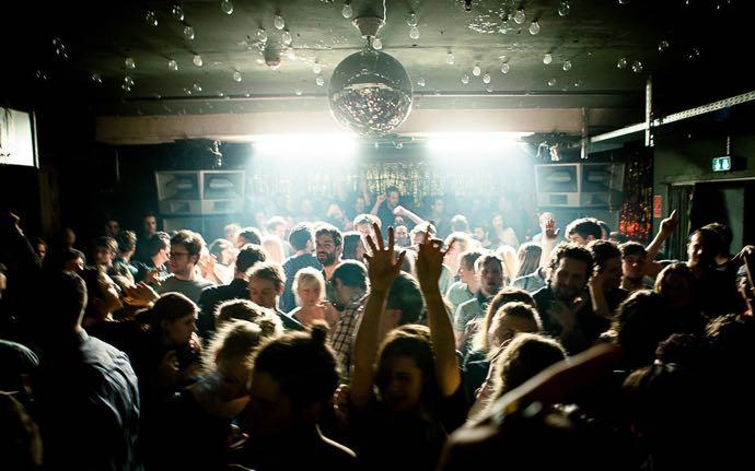 Berlin sait faire la fête, sans chichis et jusqu'au bout de la nuit