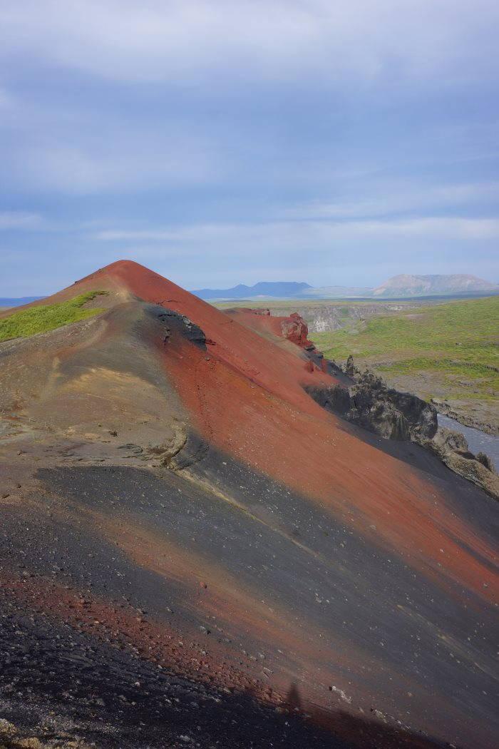 Hljodaklettar et montagne de Rauðhòlar