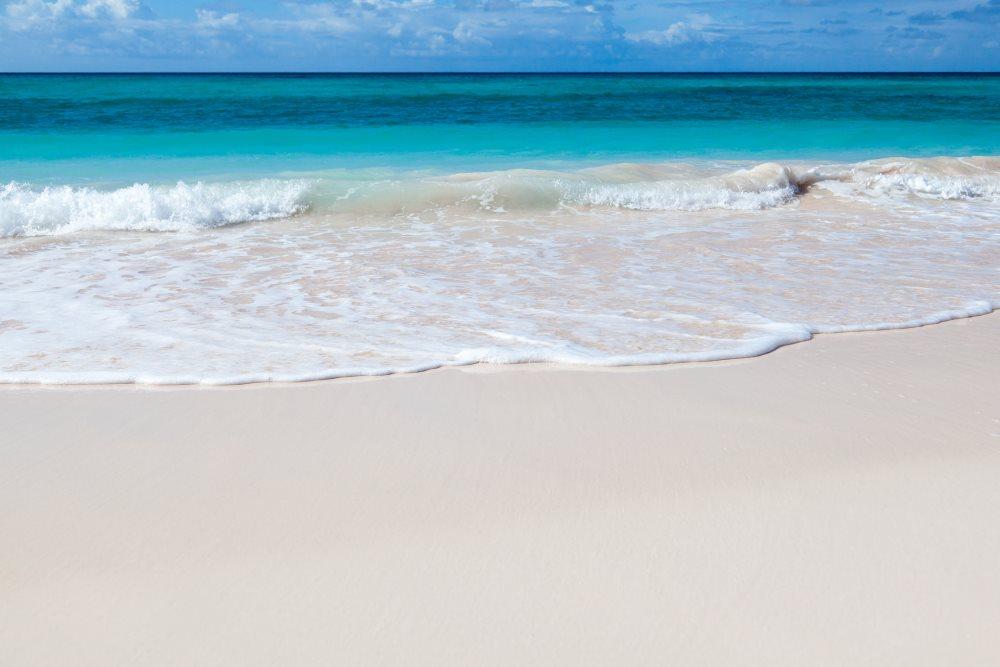belle plage de sable blanc fin