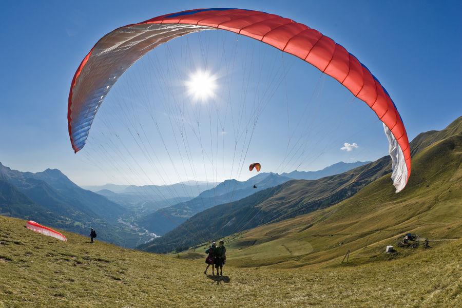 On a essayé le vol en parapente au dessus du Puy-de-Dôme !